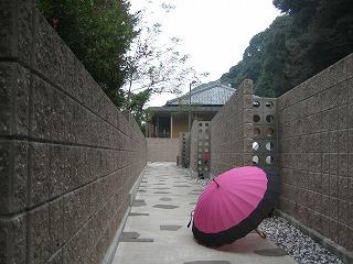 IMG_回廊&傘.jpg