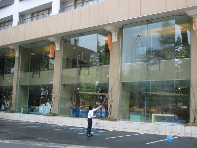 レストラン窓掃除.jpg