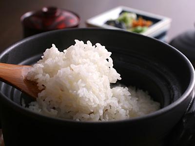 炊きたての鮎原米
