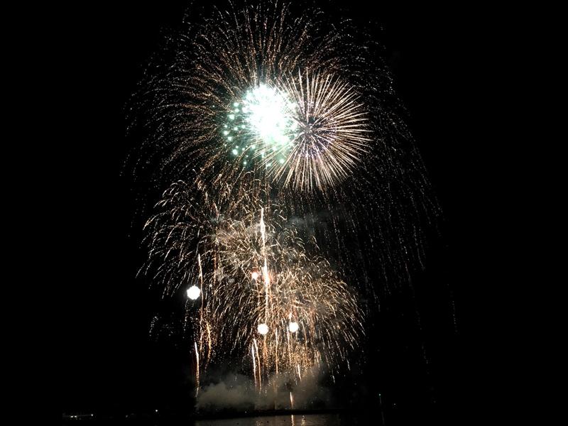 夜空を彩る4,000発の大輪の花「第72回淡路島まつり花火大会」